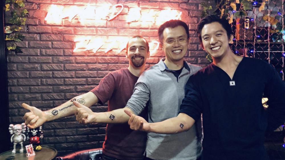 Hình xăm Binance trên cánh tay CZ và câu chuyện về sự ra đời của logo Binance